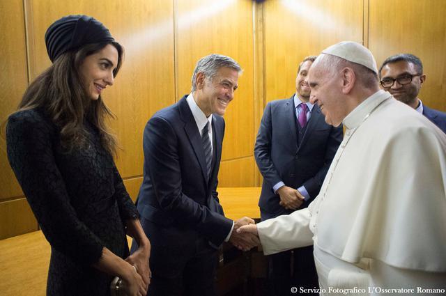 Όταν η Αμάλ και ο Τζορτζ Κλούνεϊ συνάντησαν τον Πάπα