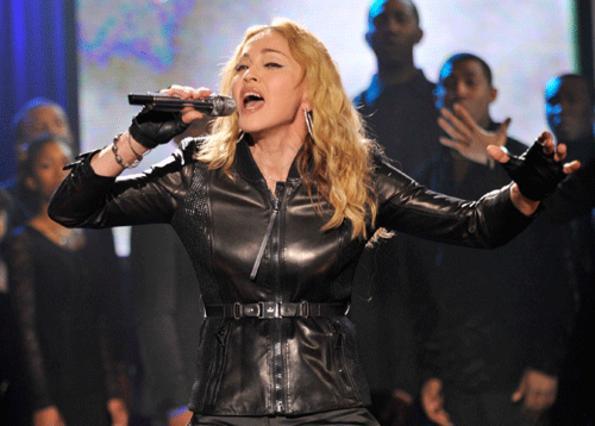 H Βασίλισσα της Ποπ Μαντόνα, τραγουδάει για τους πληγέντες του σεισμού!