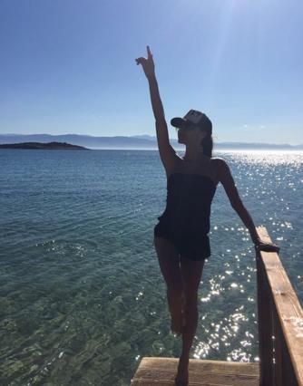 Η Βικτόρια Μπέκαμ αγαπάει Ελλάδα και το φωνάζει [photo]