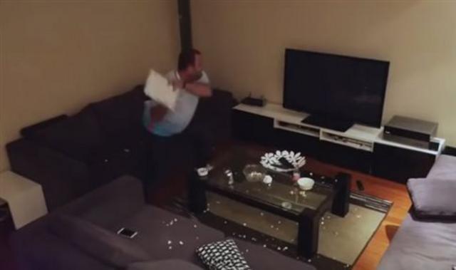 Το βίντεο με τον Τούρκο που σπάει την τηλεόραση τα...  σπάει  [vds]