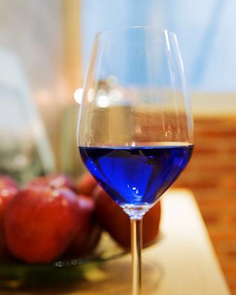 Μπλε κρασί; Κι όμως υπάρχει