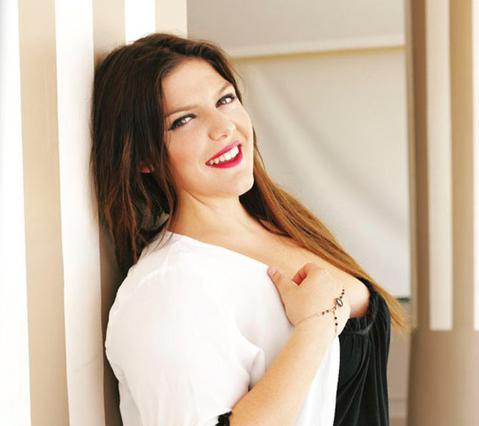 Δανάη Μπάρκα: Η κόρη της Σταυροπούλου ποζάρει με μαγιό