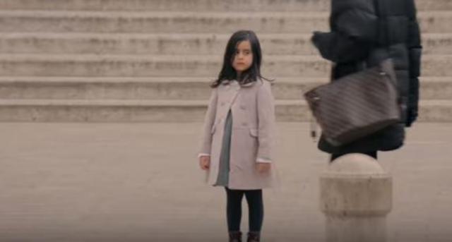 Κοινωνικό πείραμα: Τι θα έκανες αν έβλεπες ένα παιδί ασυνόδευτο στο δρόμο; [vds]