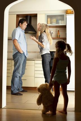 Όταν ΠΡΕΠΕΙ αναγκαστικά να βλέπεσαι με τον πρώην για τα παιδιά