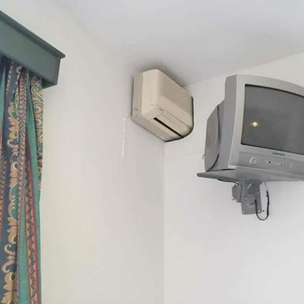 Το viral του καλοκαιριού στην Ελλάδα: 1 κλιματιστικό για 2 δωμάτια!
