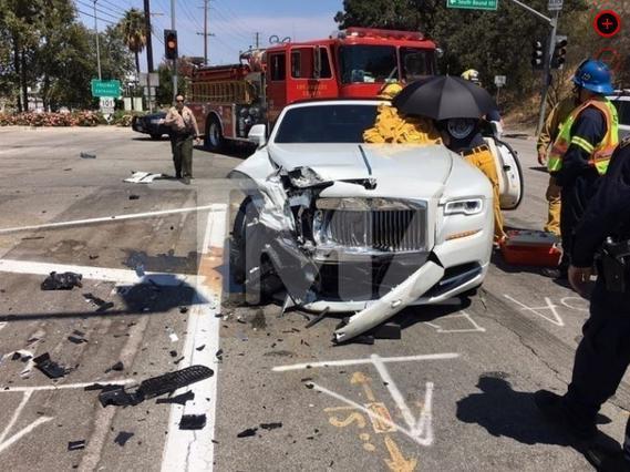 Τροχαίο με τραυματισμό για την Κρις Τζένερ: Photos από το σημείο του ατυχήματος