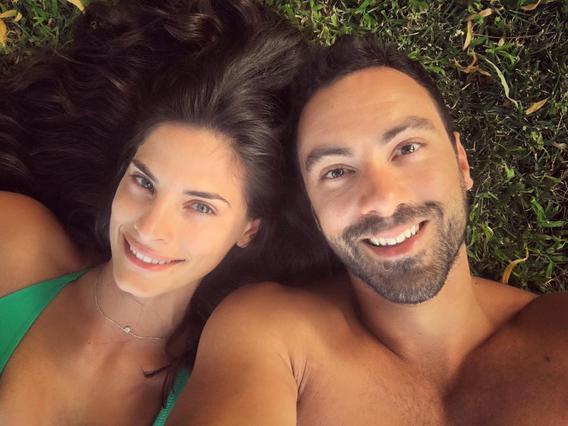Σάκης Τανιμανίδης- Χριστίνα Μπόμπα: Ρομαντικό δείπνο στην παραλία [photos]