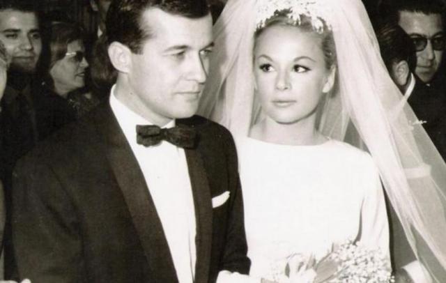 «Την πρώτη νύχτα του γάμου ο Παπαμιχαήλ έσυρε την Αλίκη στο μπαλκόνι και...»
