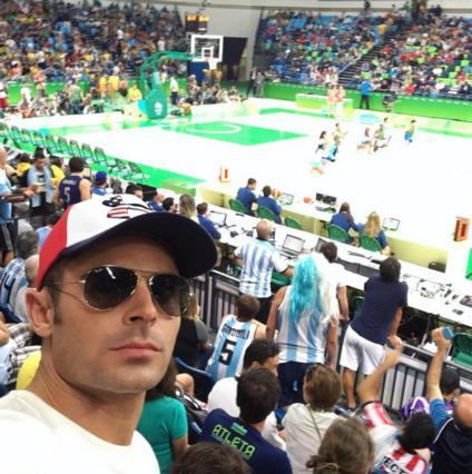 Όταν ο Ζακ Έφρον γνώρισε τον  δίδυμό  του στο Ρίο [photo]