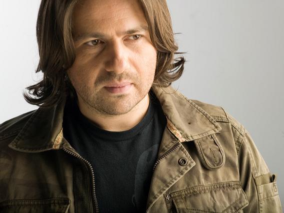 Αγνώριστος και κούκλος ο Πυροβολάκης: Έκοψε τα μαλλιά του [photo]