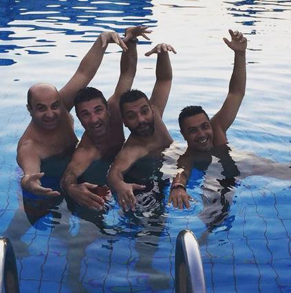 Δες το Μάρκο Σεφερλή να κάνει συγχρονισμένη κολύμβηση [vds]