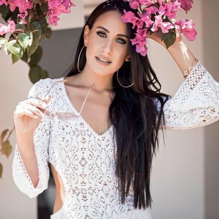 Ερωτευμένη η τραγουδίστρια Μαλού! Δες τον κούκλο συντροφό της [vds]