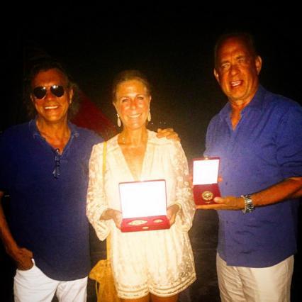 Τομ Χανκς & Ρίτα Γουίλσον: Το βραβείο δια χειρός Ηλία Ψινάκη [photo]
