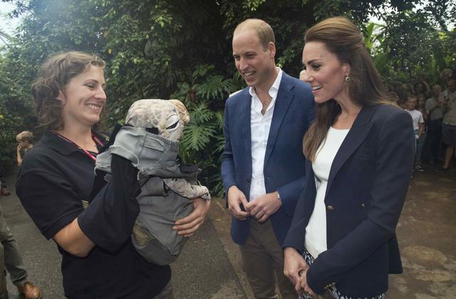 Η Κέιτ, ο Γουίλιαμ, το δεινοσαυράκι και το απίθανο... κολάν [photos]
