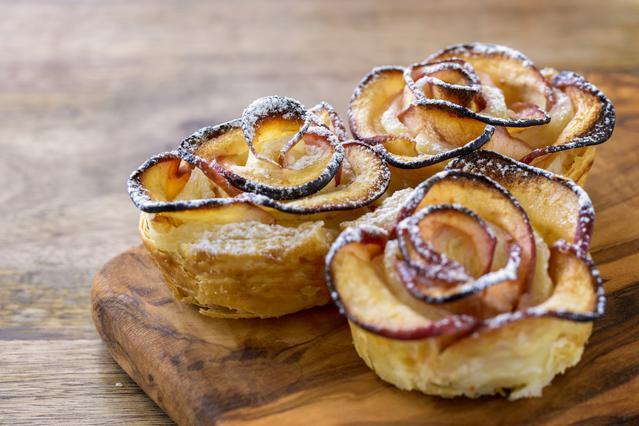 Απίστευτο γλύκισμα με μήλο σε σχήμα τριαντάφυλλο! Εντυπωσιακό & εύκολο