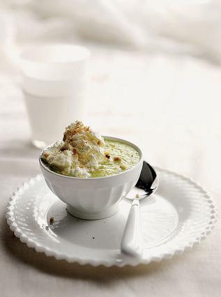 Παγωμένη σούπα με πεπόνι, παγωτό καϊμάκι και πούδρα από πτι μπερ