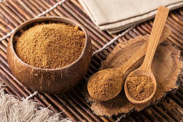 Ζάχαρη καρύδας: Πώς θα τη χρησιμοποιήσεις στα γλυκά & τι να προσέξεις