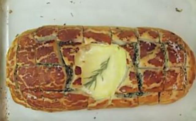 Η ψωμένια συνταγή με καμαμπέρ που έγινε viral