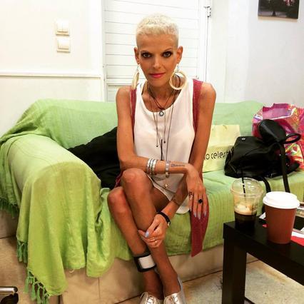 Νανά Καραγιάννη: Η πρώτη εμφάνιση μετά την περιπέτεια υγείας της [vds+photos]