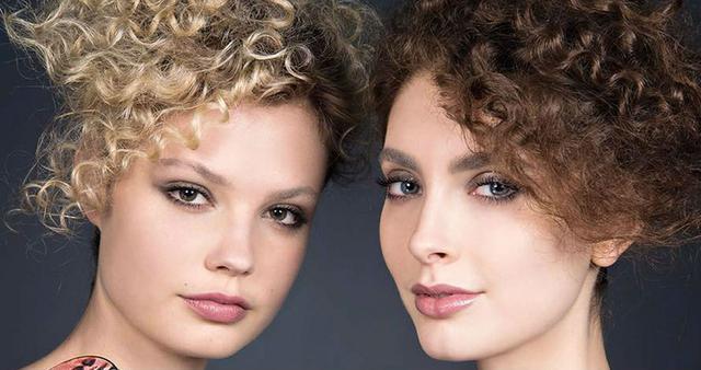 Το απόλυτο μυστικό περιποίησης για σγουρά μαλλιά