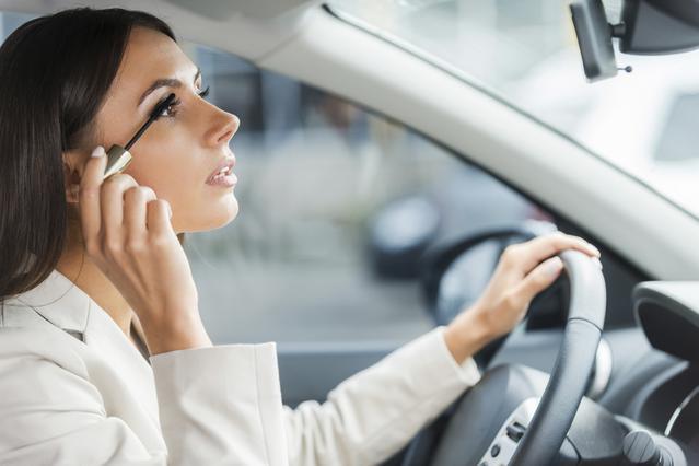 4 must καλλυντικά  που πρέπει να έχεις μαζί σου στο αυτοκίνητο