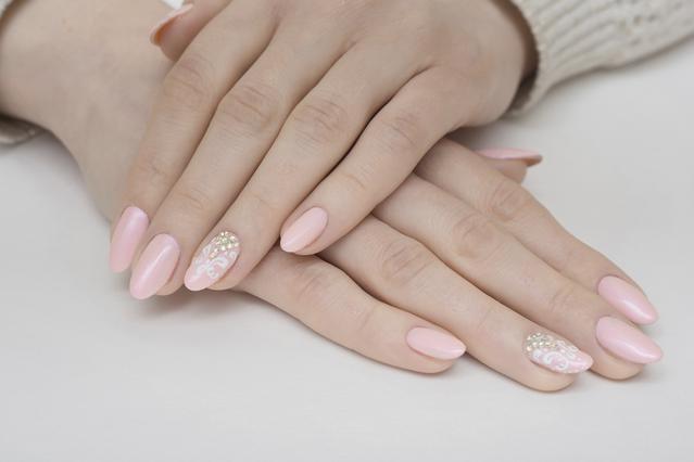 Αυτά είναι τα χρώματα στα νύχια που θα λατρέψουμε το φθινόπωρο