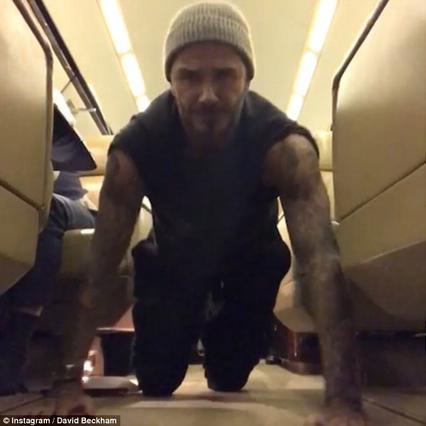 22 push ups στα 44.000 πόδια για τον Ντέιβιντ Μπέκαμ -Ατσαλάκωτα!!! [vds]