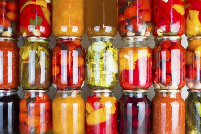 7 λύσεις κουζίνας που δίνουν τα βαζάκια της μαρμελάδας (κι όχι μόνο)