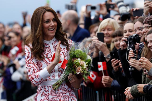 Ανατροπή: Με φόρεμα £4000 η πρώτη εμφάνιση της Κέιτ στον Καναδά [photos]