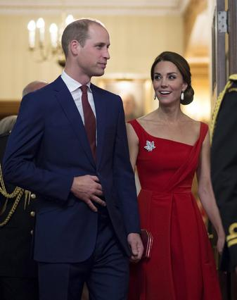 Κέιτ: Το κόκκινο φόρεμα, τα μπράτσα παλαιστή και οι φθαρμένες μπότες [photos]