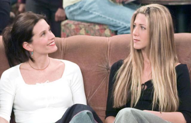 Η Κόρτνεϊ Κοξ υπερασπίζεται την Τζένιφερ Άνιστον σχετικά με το διαζύγιο των Μπραντζελινα