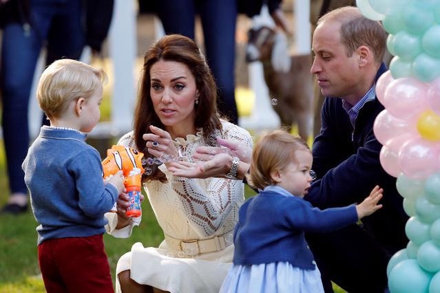 Μάθε τι φόρεσαν τα πριγκιπόπουλα  αλλά & πόσο κόστισαν τα ρούχα τους