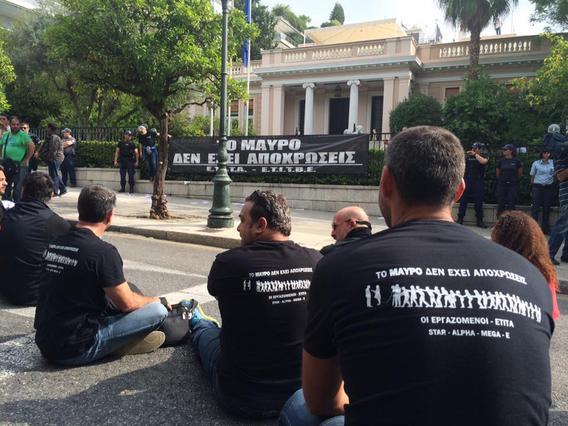 Συμβαίνει τώρα: Δημοσιογράφοι και τεχνικοί ρίχνουν... μαύρο στο Μαξίμου [photo]