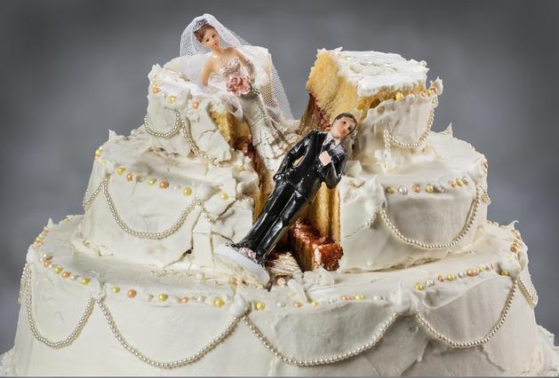 Αυτός ο γαμπρός δε δέχεται παιχνίδια: Δες το βίντεο γάμου που έγινε viral