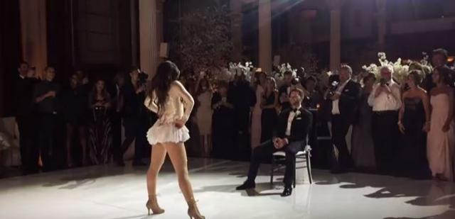 Το πιο αισθησιακό γαμήλιο σόου: Το δώρο στο γαμπρό που έγινε viral