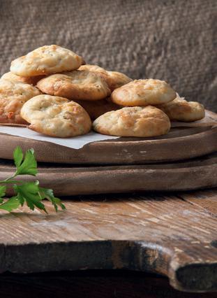 Μπουκιές ψωμιού με ρεγκάτο, λεμόνι και μαϊντανό