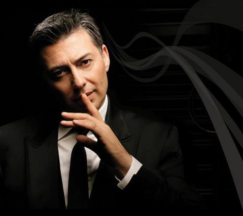 Μακρόπουλος: Έχει σχέση με παίκτρια του X Factor;