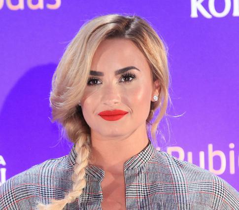 Kαι όμως η Demi Lovato άλλαξε πάλι λουκ!