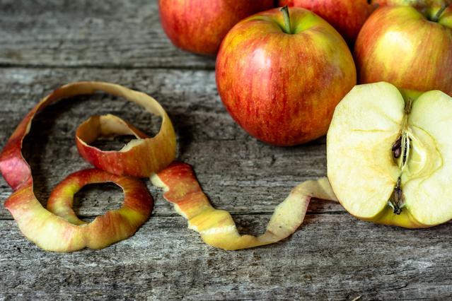 7 έξυπνοι τρόποι για να χρησιμοποιήσεις τις φλούδες από τα μήλα