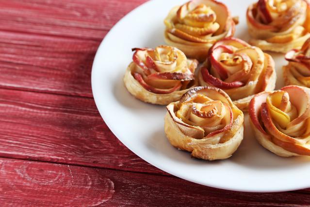 Απίστευτο γλύκισμα με μήλο σε σχήμα τριαντάφυλλο!