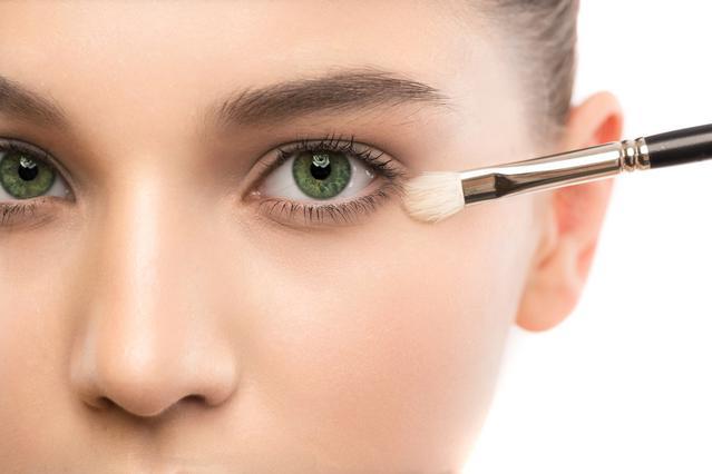 4 λάθη μακιγιάζ που κάνουν τα μάτια σου να δείχνουν πιο μικρά