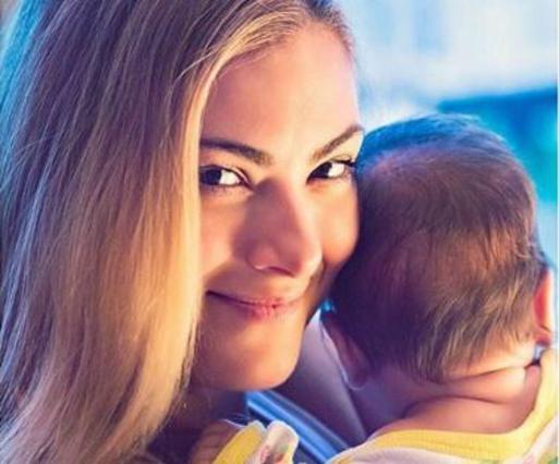 Η Δέσποινα Καμπούρη μας δείχνει την 5 μηνών κόρη της! Σκέτη γλύκα [Photo]