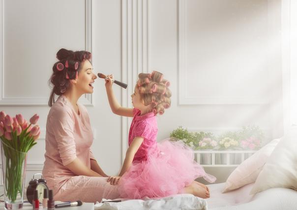 Οι γυναίκες που αργούν να κάνουν παιδί ζουν περισσότερο
