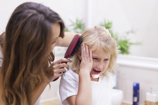 Το σύνδρομο των αχτένιστων μαλλιών: Βρήκαμε γιατί δε χτενίζονται τα μαλλιά του παιδιού σου!