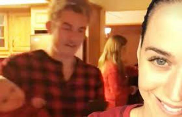 Ποιος χωρισμός; Ορλάντο Μπλουμ & Κέιτι Πέρι γιορτάζουν με κόκκινες πιτζάμες [photos & vds]