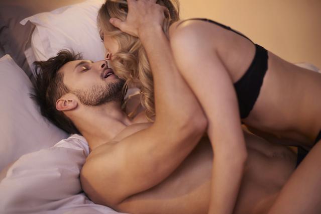 12 άντρες σου λένε τι να μη διστάσεις να του κάνεις στο κρεβάτι