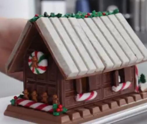 Φτιάξε βήμα-βήμα αυτό το σοκολατένιο γιορτινό σπιτάκι!