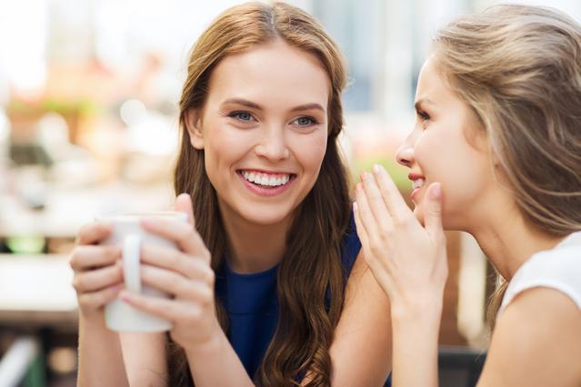 6 πράγματα που δεν πρέπει να μοιράζεσαι ούτε με τις κολλητές για την σχέση σου