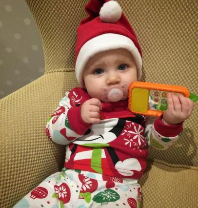 Η κόρη του Γιάννη Βαρδή είναι το πιο πιο γλυκό αγιοβασιλάκι [photo]