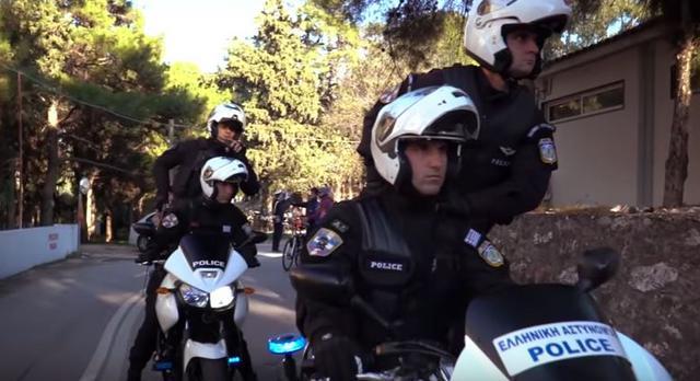 Το Mannequin Challenge της Ελληνικής Αστυνομίας «ρίχνει» το Διαδίκτυο [vds]